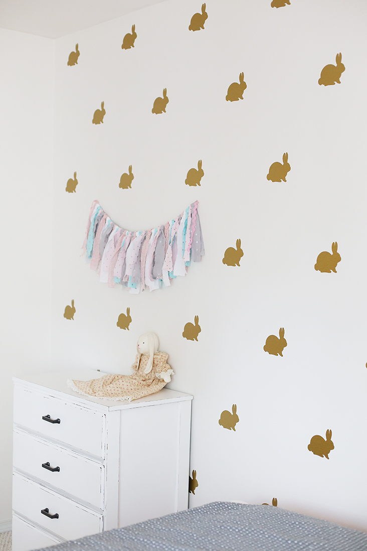 Good DIY Vinyl Bunny Wall