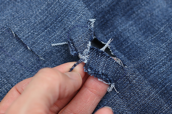 how to distress jeans tutorial