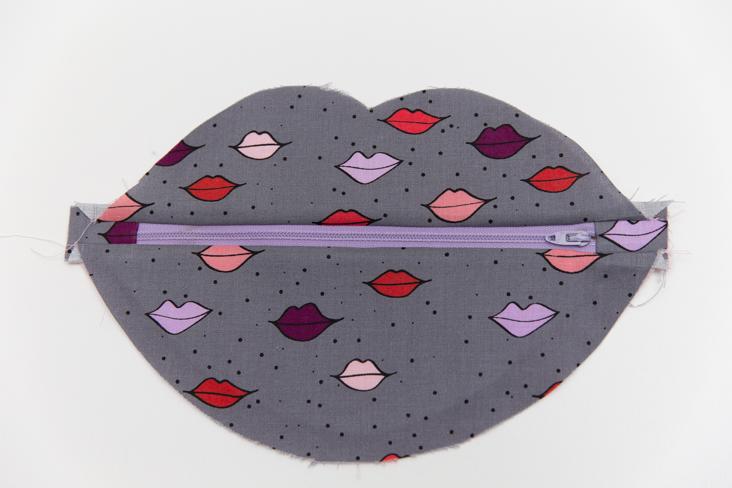 Free Lip Purse Pattern + Tutorial